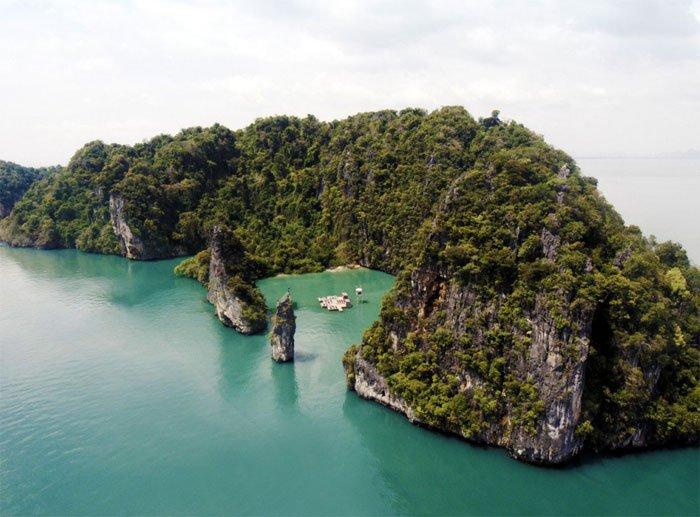 Archipelago Cinema by Ole Scheeren for Film on the Rocks Yao Noi, Thailand.