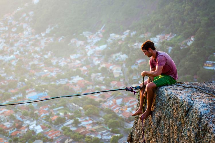 Extreme-Walk-by-Brian-Mosby-on-a-Tightrope-at-an-Altitude-of-850-Meters-Near-Rio-de-Janeiro-5