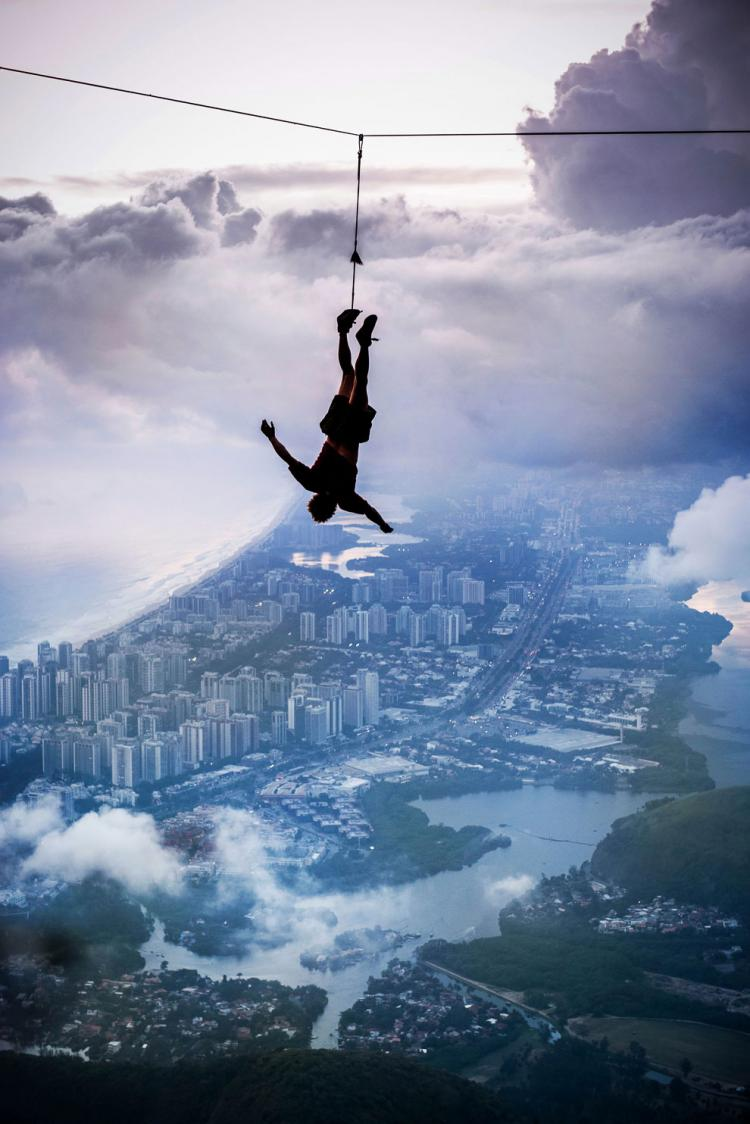 Extreme-Walk-by-Brian-Mosby-on-a-Tightrope-at-an-Altitude-of-850-Meters-Near-Rio-de-Janeiro-7