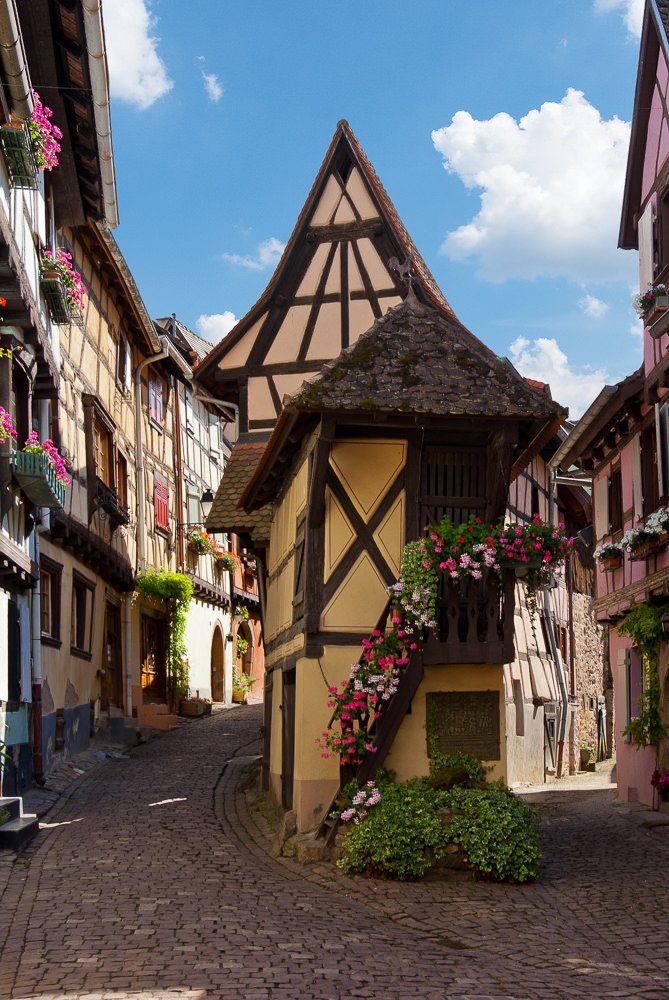 The picturesque streets of Eguisheim in Alsace, France (by Bobrad)